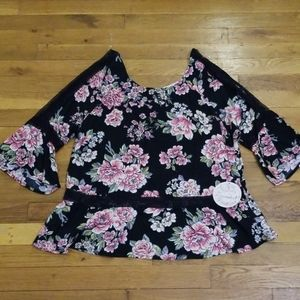 NWT Floral Top, size L